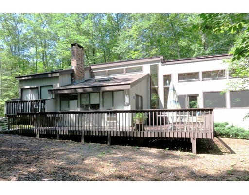独户住宅 为 销售 在 302 Tamerack Trail Sandisfield, 马萨诸塞州 01255 美国