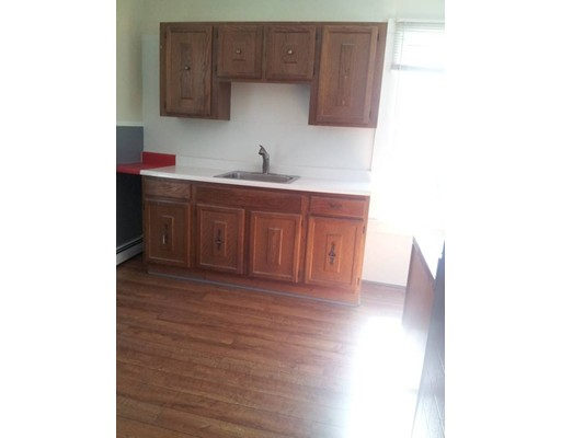独户住宅 为 出租 在 172 Winthrop Stret Taunton, 02780 美国