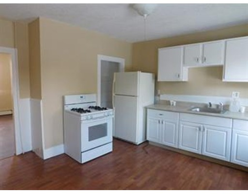 独户住宅 为 出租 在 72 Chestnut Hill Street Marlborough, 马萨诸塞州 01752 美国