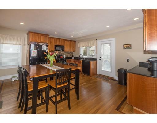 Частный односемейный дом для того Продажа на 11 Summit Street Maynard, Массачусетс 01754 Соединенные Штаты