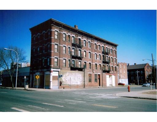 Maison avec plusieurs logements pour l Vente à 398 Main Street 398 Main Street Holyoke, Massachusetts 01040 États-Unis