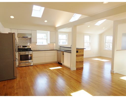Additional photo for property listing at 102 Walnut Street  Watertown, Massachusetts 02472 Estados Unidos
