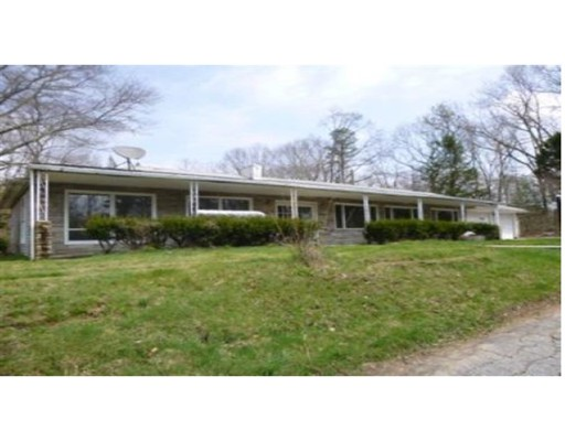 Maison unifamiliale pour l Vente à 536 Wauregan Road Killingly, Connecticut 06239 États-Unis