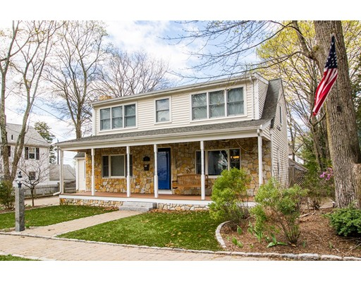 Casa Unifamiliar por un Venta en 8 Hatch Road Medford, Massachusetts 02155 Estados Unidos