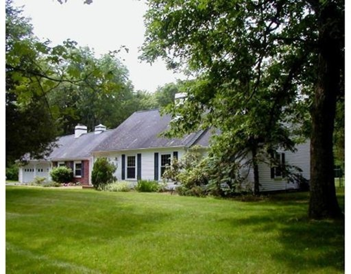 Частный односемейный дом для того Продажа на 140 Rocklawn Avenue Attleboro, Массачусетс 02703 Соединенные Штаты
