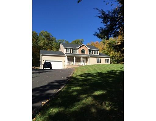 Maison unifamiliale pour l Vente à 32 Bissonette Circle Southampton, Massachusetts 01073 États-Unis