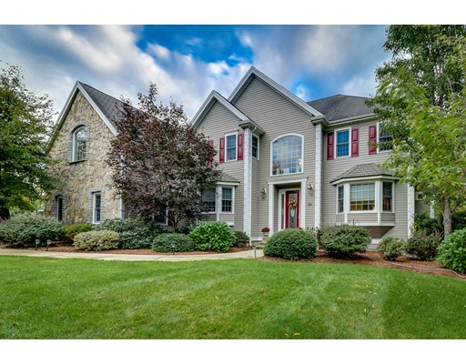 واحد منزل الأسرة للـ Sale في 44 Pond View Road Holliston, Massachusetts 01746 United States