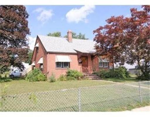 Casa Unifamiliar por un Alquiler en 526 Kings Hwy West Springfield, Massachusetts 01089 Estados Unidos