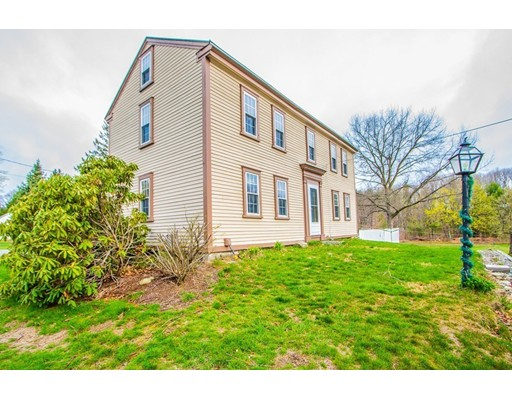 Maison unifamiliale pour l Vente à 95 Pierce Street West Boylston, Massachusetts 01583 États-Unis