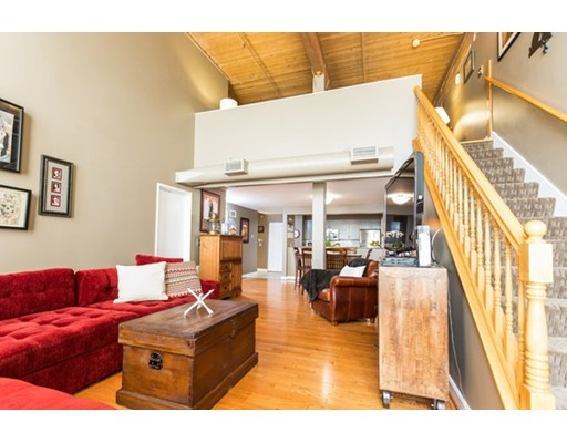 Condominio por un Venta en 494 Woonasquatucket Avenue North Providence, Rhode Island 02911 Estados Unidos