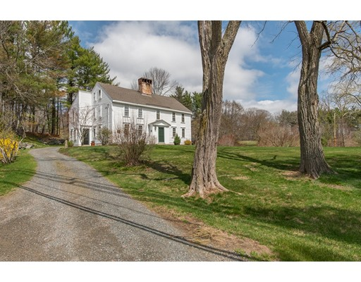 Maison unifamiliale pour l Vente à 161 Essex Street Middleton, Massachusetts 01949 États-Unis