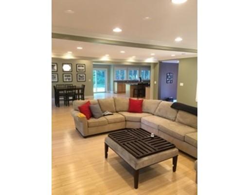 独户住宅 为 销售 在 145 Main Street 145 Main Street Norwell, 马萨诸塞州 02061 美国