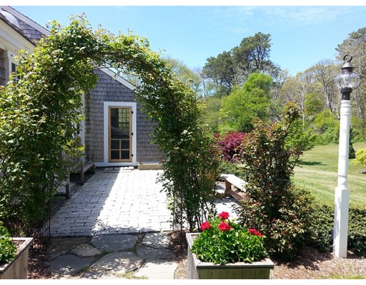 Casa Unifamiliar por un Venta en 45 School House Hill Road Wellfleet, Massachusetts 02667 Estados Unidos