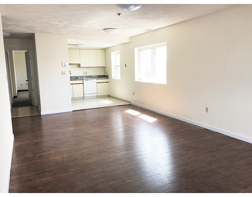 独户住宅 为 出租 在 11 Langdon Street Everett, 马萨诸塞州 02148 美国