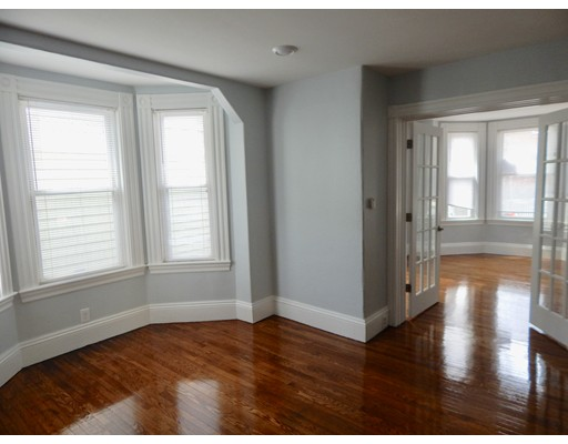 Casa Unifamiliar por un Alquiler en 21 Laurel Street Somerville, Massachusetts 02143 Estados Unidos
