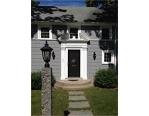 Частный односемейный дом для того Продажа на 187 Berwick Road Attleboro, Массачусетс 02703 Соединенные Штаты