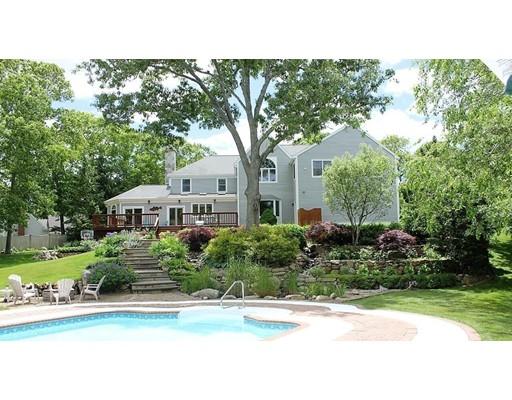 Частный односемейный дом для того Продажа на 195 Dromoland Lane Barnstable, Массачусетс 02630 Соединенные Штаты