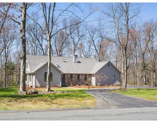 Casa Unifamiliar por un Alquiler en 134 Stonehill Road East Longmeadow, Massachusetts 01028 Estados Unidos
