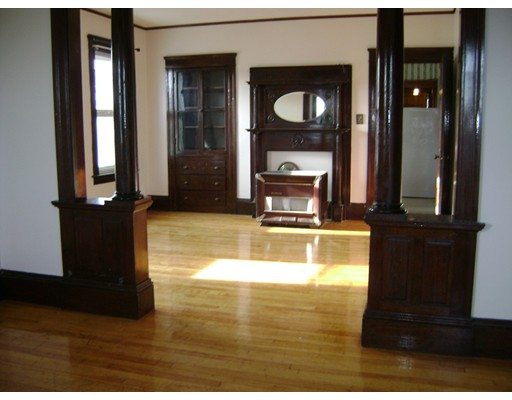 Casa Unifamiliar por un Alquiler en 31 Dartmouth Worcester, Massachusetts 01604 Estados Unidos
