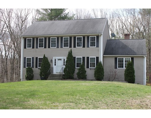 Single Family Home for Sale at 10 Metcalf Road 10 Metcalf Road Mendon, Massachusetts 01756 United States