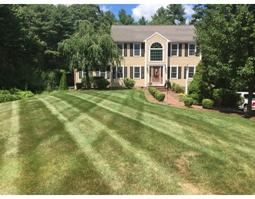 Single Family Home for Sale at 92 Glenwood Place Hanson, Massachusetts 02341 United States