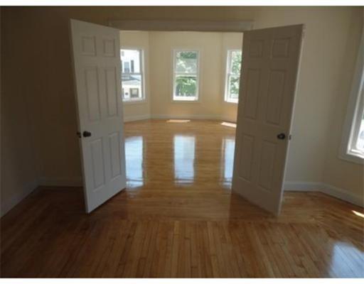 Casa Multifamiliar por un Venta en 25 John Street Attleboro, Massachusetts 02703 Estados Unidos