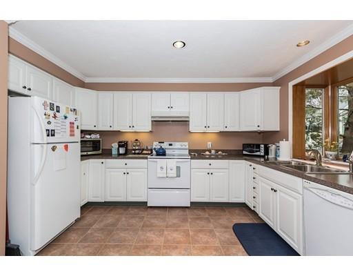 共管式独立产权公寓 为 销售 在 95 Brookdale Circle 什鲁斯伯里, 马萨诸塞州 01545 美国