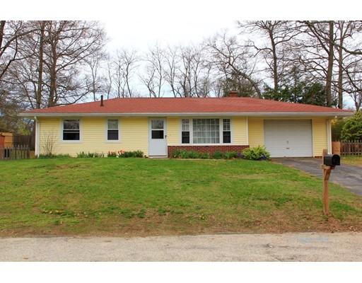 Maison unifamiliale pour l Vente à 38 Donna Road Bellingham, Massachusetts 02019 États-Unis