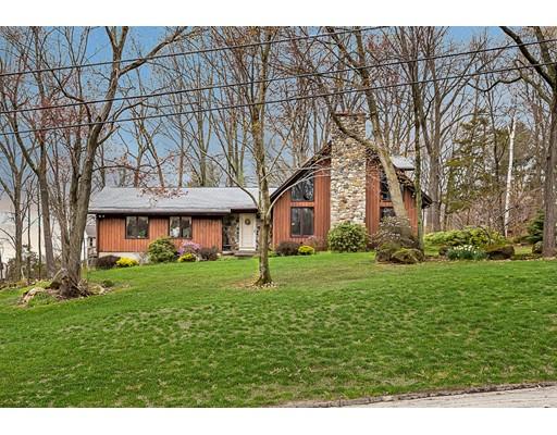 Maison unifamiliale pour l Vente à 21 Maple Grove Road Hampden, Massachusetts 01036 États-Unis