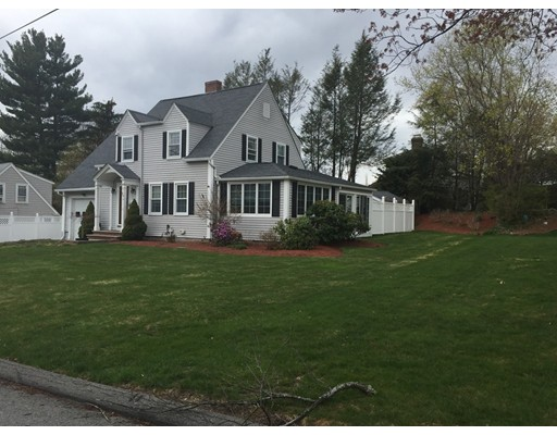 410 Hovey St, Lowell, MA 01852