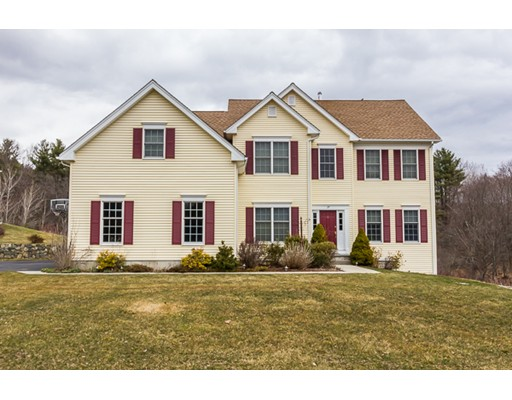 Maison unifamiliale pour l Vente à 37 Valley View Drive Grafton, Massachusetts 01536 États-Unis