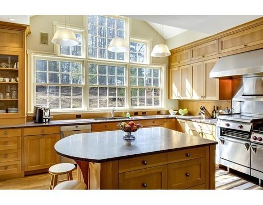 واحد منزل الأسرة للـ Sale في 419 Highland Street 419 Highland Street Hamilton, Massachusetts 01982 United States