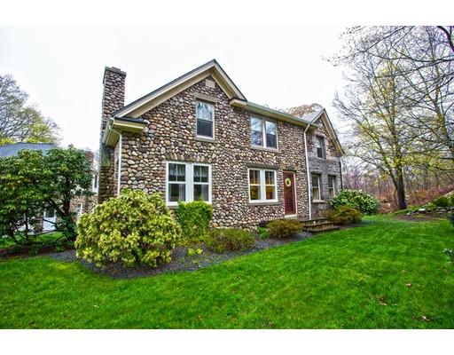 Casa Multifamiliar por un Venta en 242 Pike Avenue Attleboro, Massachusetts 02703 Estados Unidos