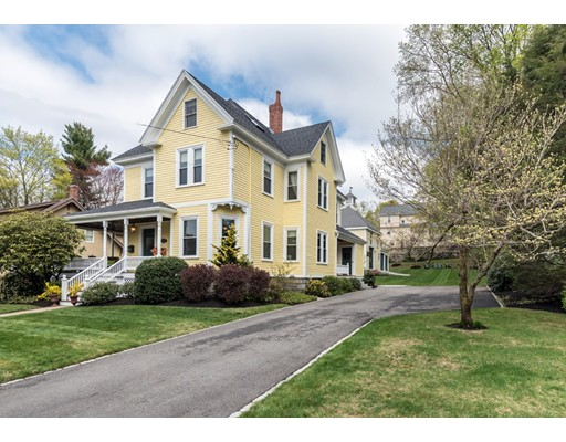 Maison unifamiliale pour l Vente à 77 Maple Avenue Andover, Massachusetts 01810 États-Unis