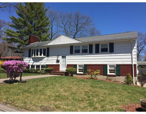 Частный односемейный дом для того Продажа на 4 DEVON Road Norwood, Массачусетс 02062 Соединенные Штаты