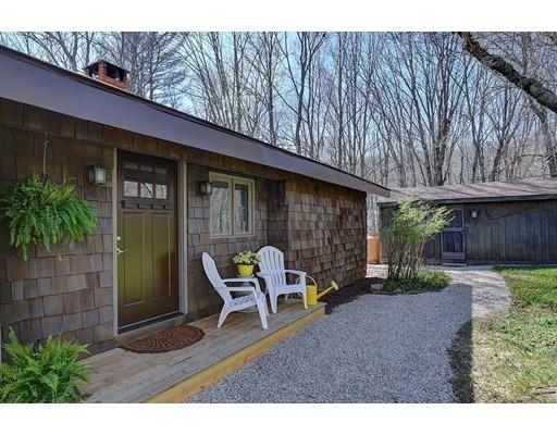 Casa Unifamiliar por un Venta en 9 Bennett Road Holland, Massachusetts 01521 Estados Unidos