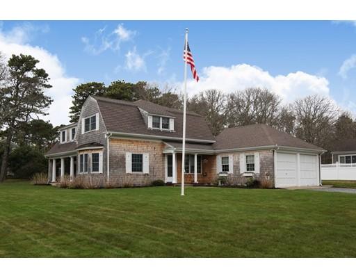واحد منزل الأسرة للـ Sale في 15 Bayberry Road 15 Bayberry Road Falmouth, Massachusetts 02536 United States