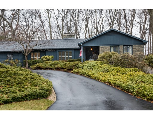 Частный односемейный дом для того Продажа на 7 Longfellow Road Holyoke, Массачусетс 01040 Соединенные Штаты
