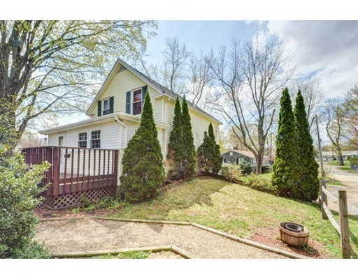 Maison unifamiliale pour l Vente à 12 Reed Avenue North Brookfield, Massachusetts 01535 États-Unis