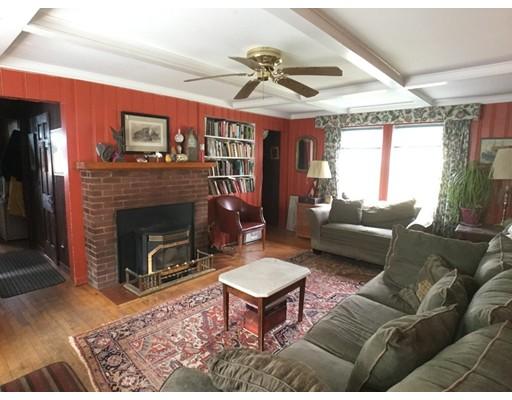 Частный односемейный дом для того Продажа на 213 Ireland Street Chesterfield, Массачусетс 01084 Соединенные Штаты