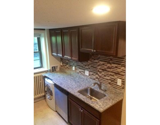 Additional photo for property listing at 114 Floral Street  Newton, Massachusetts 02461 Estados Unidos