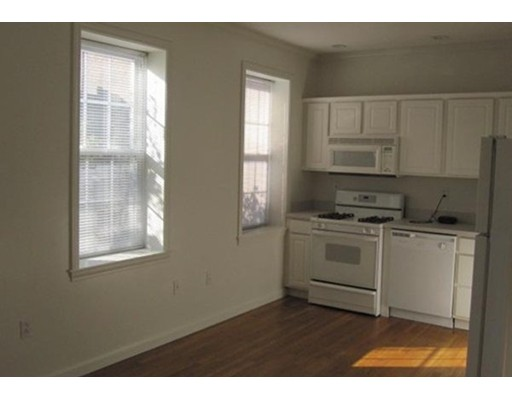 Additional photo for property listing at 385 HANOVER  Boston, Massachusetts 02113 Estados Unidos