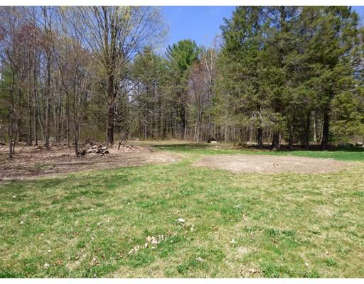 土地 为 销售 在 Address Not Available Pelham, 马萨诸塞州 01002 美国