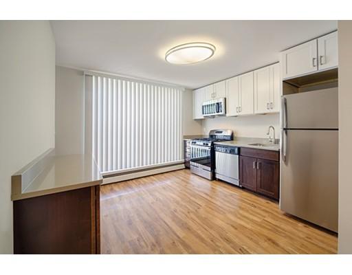 独户住宅 为 出租 在 9 Bronsdon Street 波士顿, 马萨诸塞州 02135 美国
