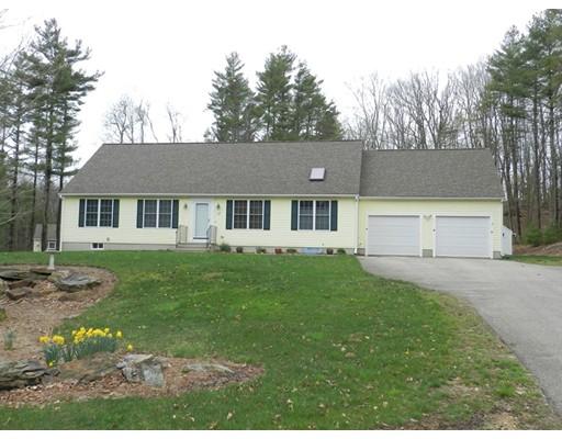 Maison unifamiliale pour l Vente à 112 Butterworth Ext Holland, Massachusetts 01521 États-Unis