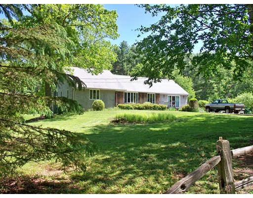 Casa Unifamiliar por un Venta en 50 Brooks Pond Road Spencer, Massachusetts 01562 Estados Unidos