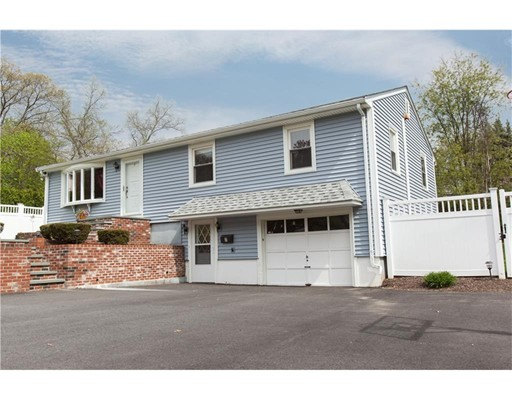Single Family Home for Sale at 7 Oakcrest Drive North Providence, Rhode Island 02904 United States