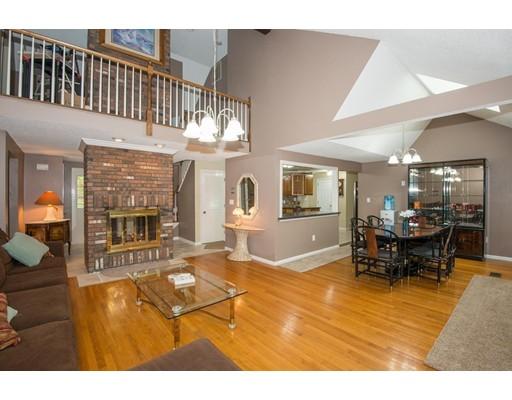 独户住宅 为 销售 在 2 Tree Top Lane 林菲尔德, 01940 美国