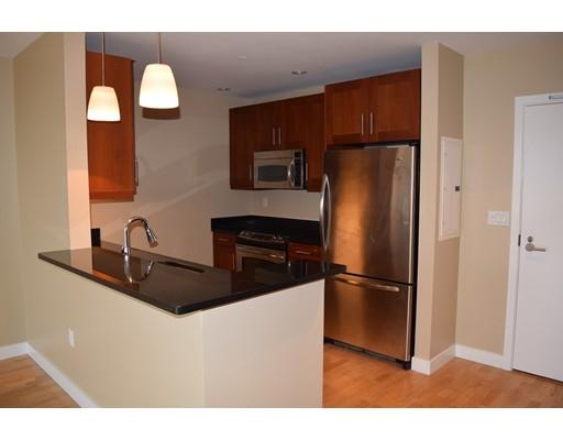 独户住宅 为 出租 在 100 Station Landing 梅福德, 马萨诸塞州 02155 美国