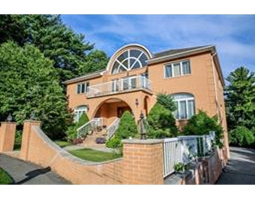 Single Family Home for Sale at 17 Ledgewood Road Saugus, Massachusetts 01906 United States